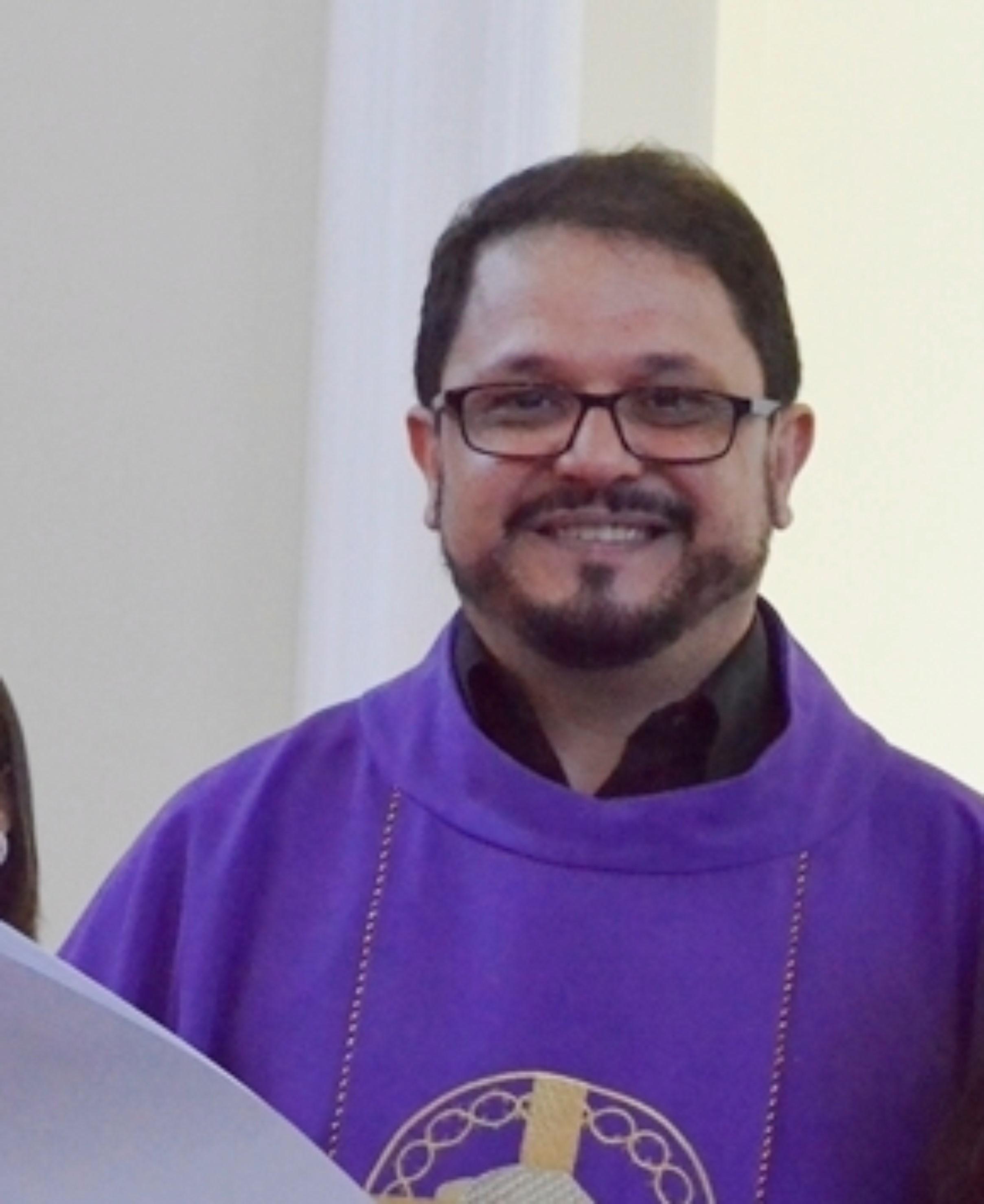 PE. VANDEMIR ALBERTO ARAUJO